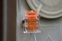 Индикаторная пластиковая пломба Карат для счетчиков